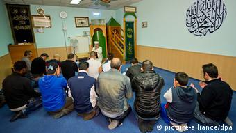 Men praying in a mosque . (Photo: Inga Kjer/dpa)