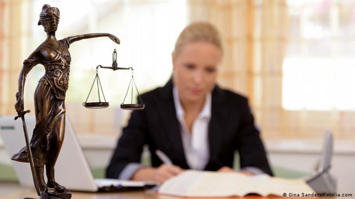 Symbolbild Anwalt im Büro (Gina Sanders/Fotolia.com)