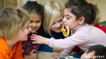 پژوهشگران گسترش برنامههای آموزشی و پرورشی در دوران اولیه کودکی را به عنوان راهکاری مؤثر پیشنهاد دادهاند