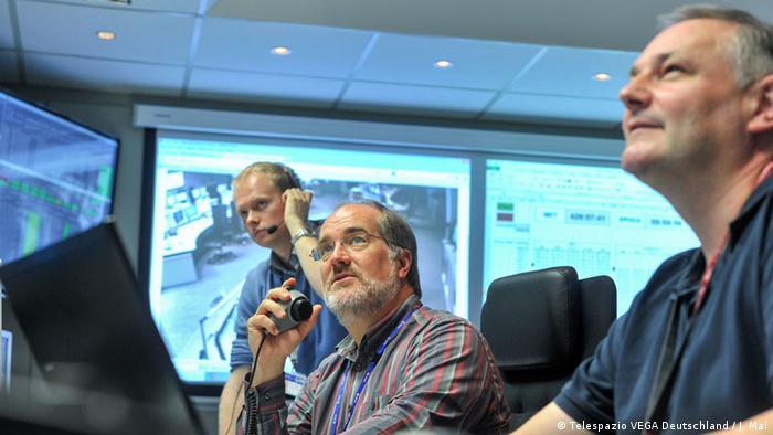 Satellitensimulation: Kontrolleure üben im ESA Simulationsraum