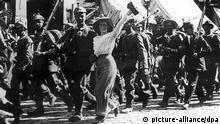 Erster Weltkrieg 1914-1918: Kriegsbegeisterte Soldaten (Foto: dpa)