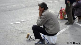 به گفته یک نماینده مجلس، نود درصد جامعه کارگری ایران زیر خط فقر زندگی میکند