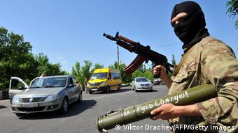 Bewaffneter Mann in Kramatorsk in der Ostukraine (Foto: Getty Images)