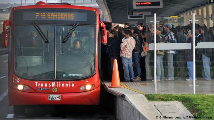 Kolumbien Bogota Bussystem Transmilenio