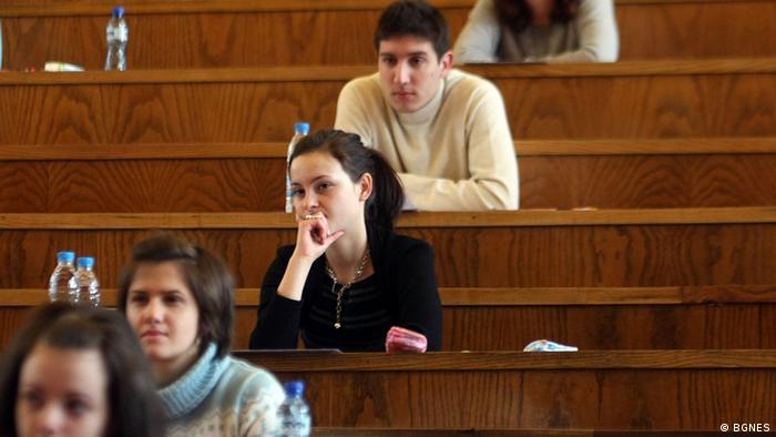 В България има култ към висшето образование, въпреки че доброто професионално обучение също дава добри кариерни шансове