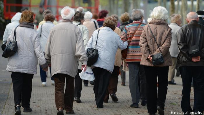 Seniori u šetnji