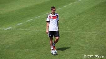 5948cb226d7a0 Miroslav Klose solitário. O jogador é o único atacante e o mais velho entre  os convocados. Será que ele aguenta fisicamente os jogos no Nordeste