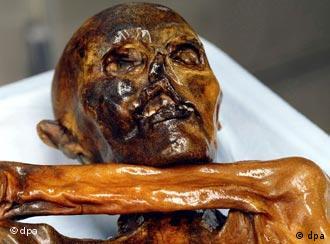 Descoberta nos Alpes, a múmia tem 5,3 mil anos