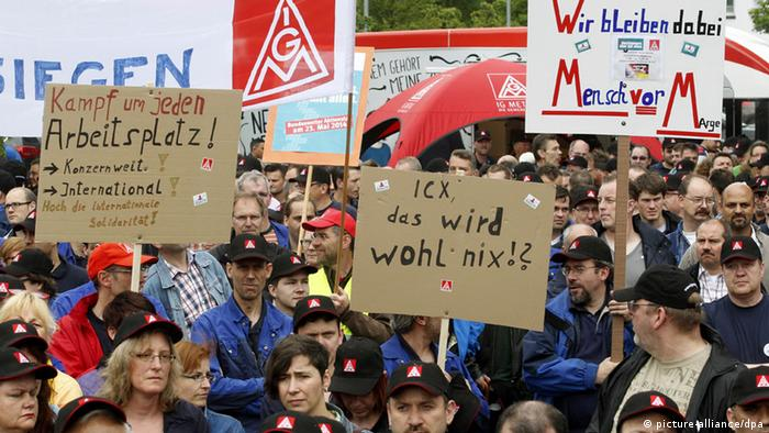 May 2014 protests at Siemens in Krefeld (picture-alliance/dpa)