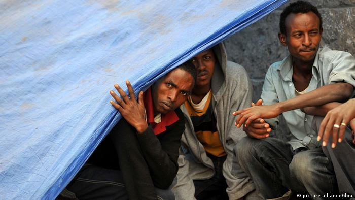 African refugees sit in a temporary shelter beside a road in Sanaa, Yemen, 11 November 2013. (Photo: EPA/YAHYA ARHAB)