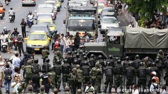 Im Mai richtet das Militär in ganz Bangkok Checkpoints ein.