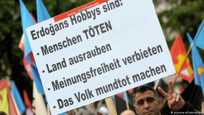 Protest poster against Erdogan visit in Cologne in 2014 Copyright: picture-alliance/dpa