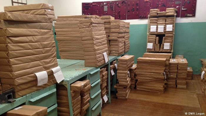 Blank ballots wrapped in brown paper and stacked in a room (Photo: Kitty Logan/DW)