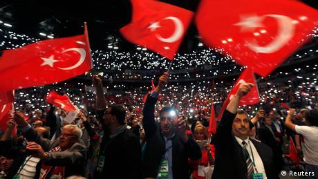 Σε προεκλογικό πυρετό η Τουρκία
