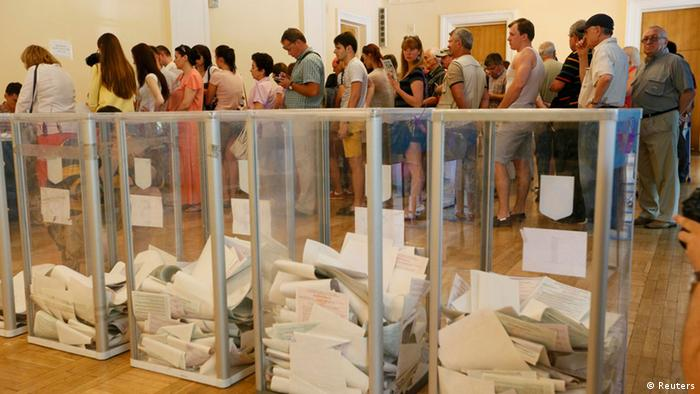A line of voters in Kyiv (C) Reuters