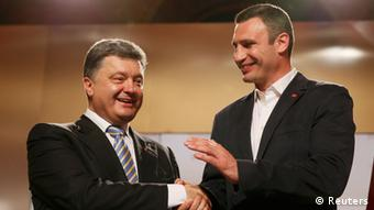 Poroshenko and Klitschko seen congratulating each other
