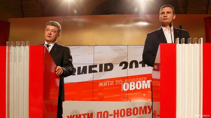 Ukrainian businessman, politician and presidential candidate Petro Poroshenko (L) and heavyweight boxing champion and UDAR (Ukrainian Democratic Alliance for Reform) party leader Vitali Klitschko address Poroshenko's supporters at his election headquarters in Kiev May 25, 2014. REUTERS/Gleb Garanich