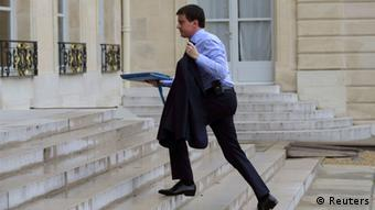 Manuel Valls walking up a pair of stairs. (Photo: REUTERS/Philippe Wojazer)