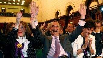 Großbritannien Wahlen EU Parlament UKIP Nigel Farage mit Anhänger