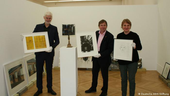 Слева направо: директор Федерального выставочного зала Рейн Вольфс, председатель правления фонда Ульрих Хайде и куратор выставки Сузанне Кляйне