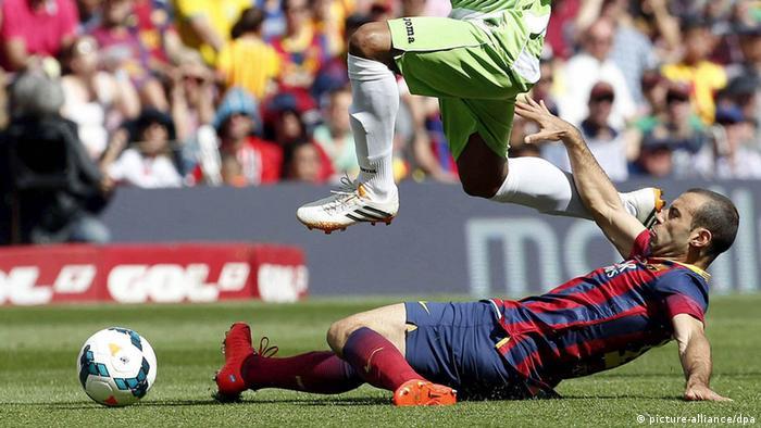 Javier Mascherano FC Barcelona Grätsche