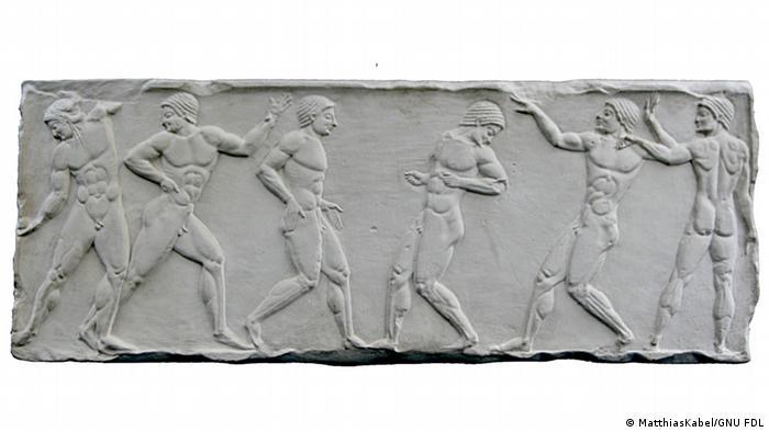 Abguss eine Reliefs mit zwei Mannschaften beim Ballspiel 500 v.Chr