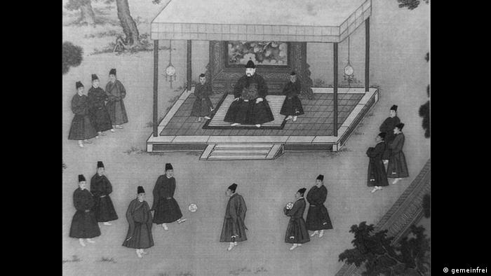 Kaiser Jung-le (Ming Dynastie) schaut Eunuchen beim Ballspielen zu