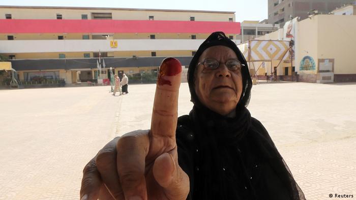 Ägypten Wahlen Wahllokal in Kairo Frau