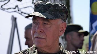 man in military garb copyright: Korrespondent in Duschanbe Galim Faskhutdinow Mai 2014