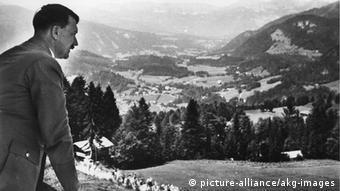 Ο Χίτλερ στο Όμπερσαλτσμπερ στην καρδιά των Άλπεων. Εκεί βρισκόταν το ησυχαστήριο και αρχηγείο του
