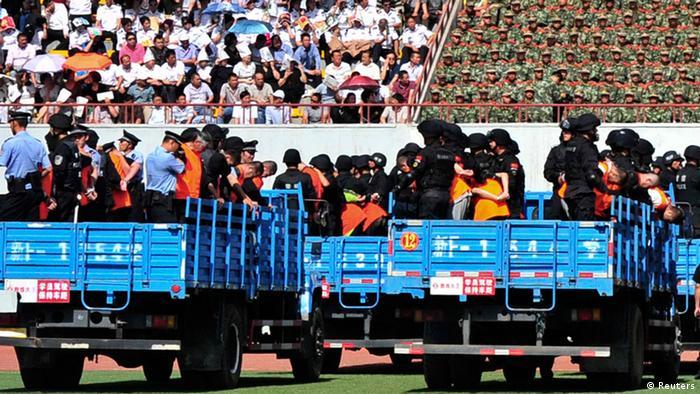 China Massenprozess gegen Uiguren im Stadion 27.05.2014