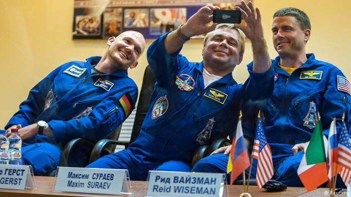 Космический экипаж: Александр Герст, Максим Сураев и Рид Вайзман