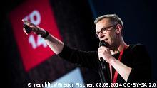 Johnny Haeusler, Mitbegründer der Digitalkonferenz re:publica auf der Bühne der RP14 Copyright: republica/Gregor Fischer, 08.05.2014 CC-BY-SA 2.0 mit ausdrücklicher Genehmigung der republica GmBH zur Berichterstattung über die Veranstaltung.