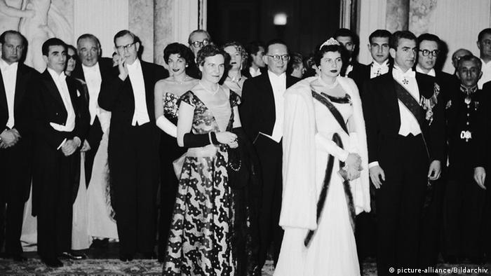 Шах Ирана Мохаммед Реза Пехлеви и королева Сорайя, Бенрат