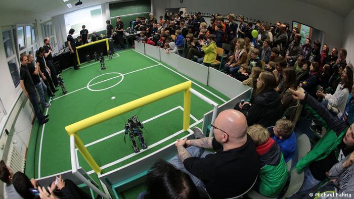 Simulador de partido de fútbol para robots.