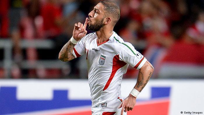 اشکان داژاگه، ستارهی تیم ملی فوتبال ایران که بزرگشدهی برلین است، هویت آلمانی و ایرانی خود را بر بدن خود با خالکوبی جاودانه کرده است. از جمله خالکوبیهای او واژههای تهران و برلین است.