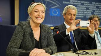 Marine Le Pen in Brussels, flanked by Geert Wilders, 28.5.2014.