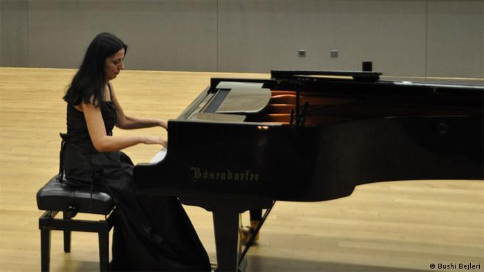 Pianistja Dhurata Lazo