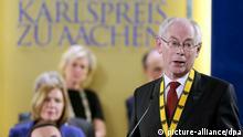EU-Ratspräsidenten Herman Van Rompuy spricht am 28.05.2014 in Aachen (Nordrhein-Westfalen) nach der Preisverleihung. Der Internationaler Karlspreis ist in Aachen an EU-Ratspräsidenten Herman Van Rompuy vergeben worden. Foto: Oliver Berg/dpa +++(c) dpa - Bildfunk+++