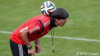El entrenador alemán debe hacer malabarismo con su esquema táctico.