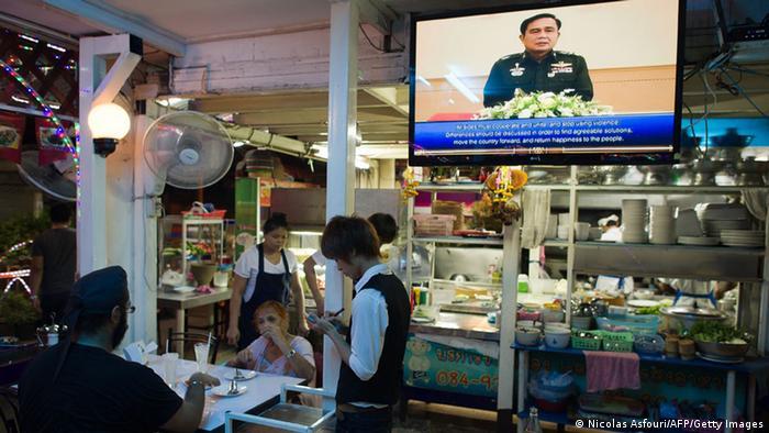 Thailand Militärputsch PK Armeechef Chan-ocha Fernsehansprache 30.05.14