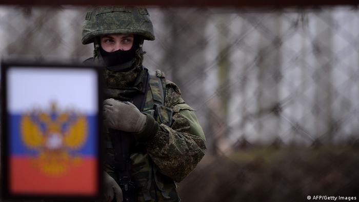 Флаг РФ и солдат