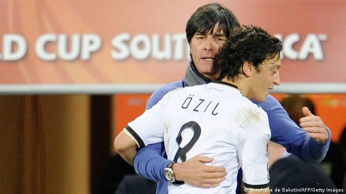 Fußball Deutschland Nationalmannschaft Jogi Löw Mesut Özil (Stephane de Sakutin/AFP/Getty Images)