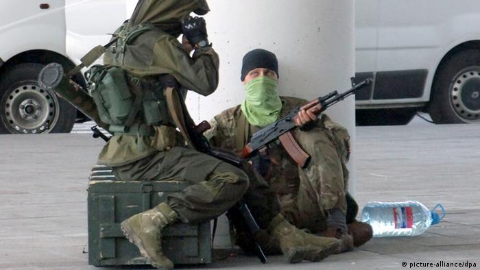 A Donbass militant appears at Donetsk international airport (Photo: ITAR-TASS / Konstantin Sazonchik)
