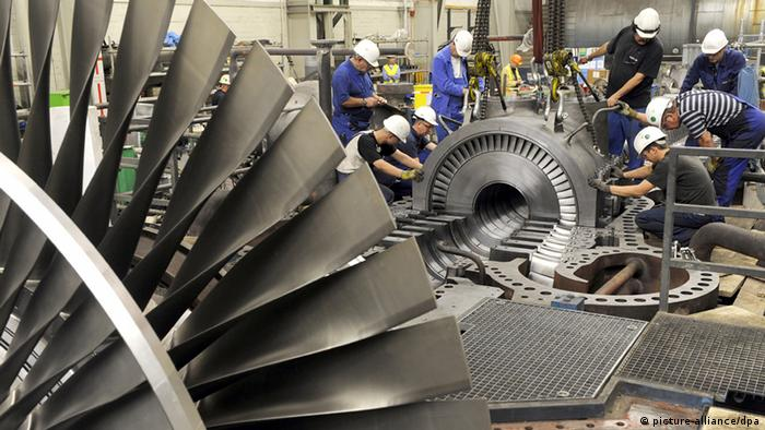 На немецком предприятии идет монтаж паровой турбины