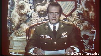 König Juan Carlos hält seine verühmte Fernsehrede 1981 gegen die Putschisten (Foto: picture-alliance/dpa)