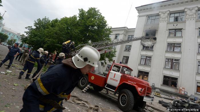 Здание обладминистрации, которое было обстреляно в Луганске 2 июня.
