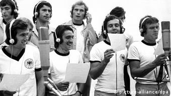 Germany's 1974 World Cup squad, in the studio