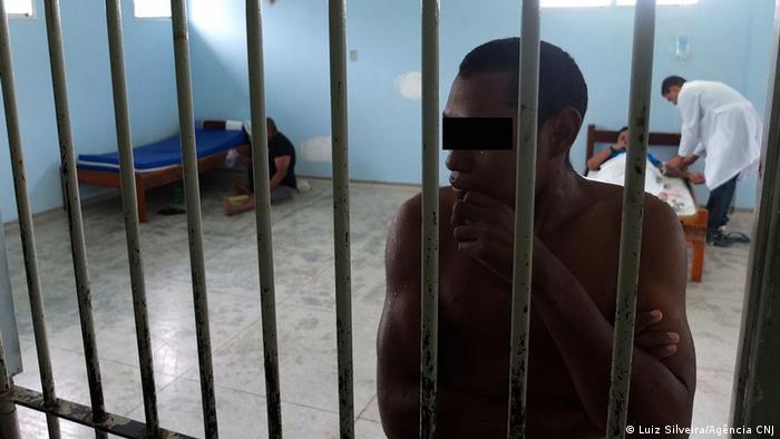 Pacientes vivem atrás de grades no Hospital de Custódia de Belém, no Pará