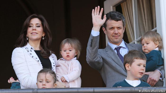 Prince Frederik and Mary and 4 kids (Foto: picture-alliance/dpa)